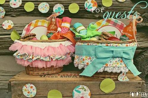 picnic wedding - picnic baskets