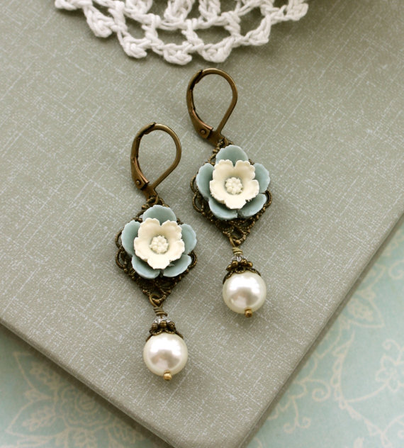 vintage inspired ivory pearl flower earrings