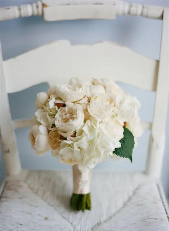 wrap fabric as bouquet handle for a DIY bouquet wrap