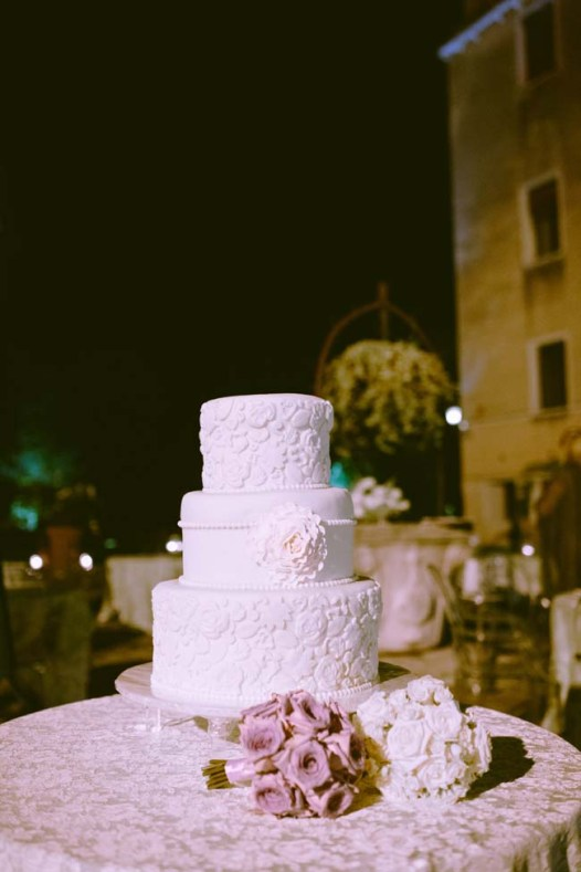 wedding cake | photo: adrian wood | real wedding in italy