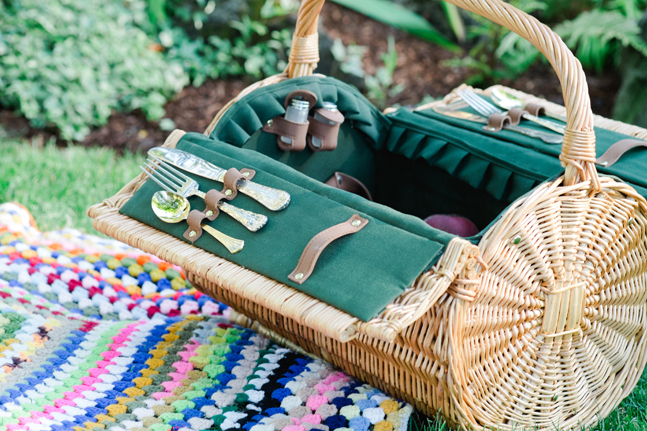picnic basket| Photo: White Ivory Photography | via http://emmalinebride.com/real-weddings/hipster-engagement-session-what-does-one-look-like/