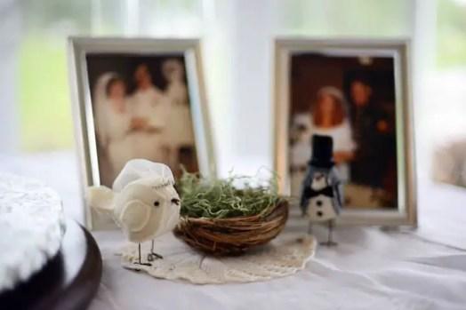 bird cake topper at wedding