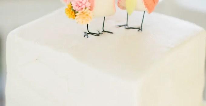 bird cake topper | via http://emmalinebride.com/2015-giveaway/bird-cake-topper/ | photo: richelle dante