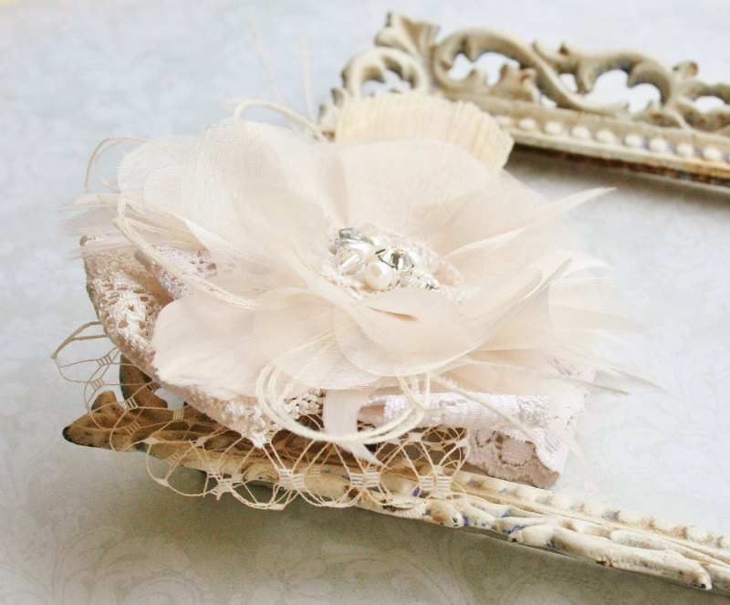 bridal flower headpiece | via http://emmalinebride.com/bride/what-to-wear-instead-of-veil/ - What to Wear Instead of Veil