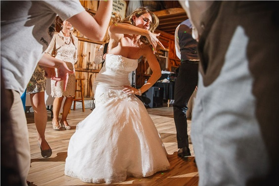 bride dancing at reception // maid of honor duties: get out there and dance with her