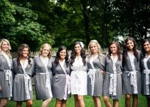 bridesmaid-gift-giving-etiquette-bridesmaids-robes