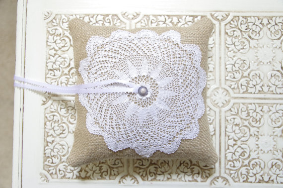burlap ring pillow doily