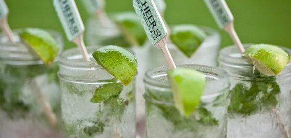diy mint mojitos in jelly jars