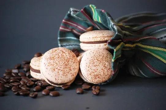 espresso ganache macaron | via http://emmalinebride.com/favors/giving-macaron-favors/