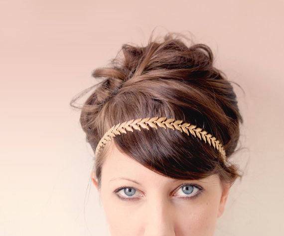 This gold leaf hair chain is the perfect non-veil alternative for the bride.  I love it as a chic accessory for a gold inspired wedding.