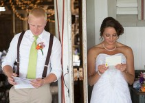 groom-bride-reading-letters-before-wedding
