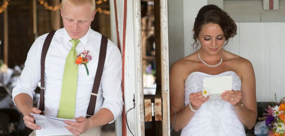 groom-bride-reading-letters-before-wedding