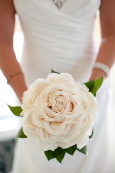 incredible rose bouquet - photo: leigh skaggs, floral designer: leslie hartig | rose bouquets weddings via http://emmalinebride.com/bouquets/rose-bouquets-weddings/