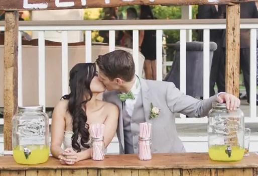 lemonade-stand-wedding