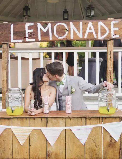 7 Tips for a Wedding Lemonade Stand