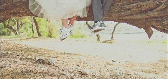 married-in-maui-wedding-bride-groom-converse-shoes-rustic-dreams-photography