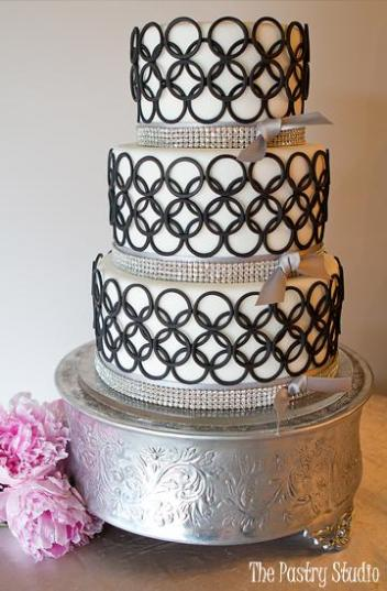 mod circles contemporary wedding cake