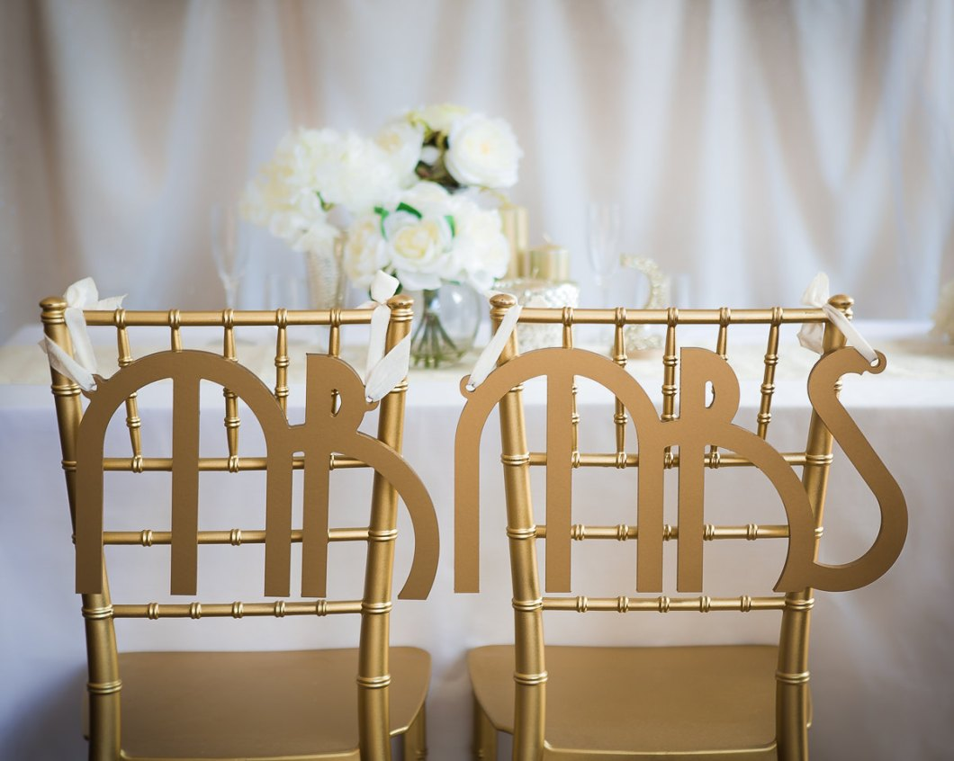 mr mrs gatsby chair signs | via bride and groom chair signs http://emmalinebride.com/decor/bride-and-groom-chairs/