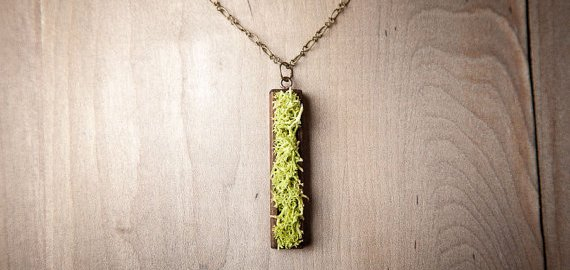 nature inspired jewelry - moss necklace