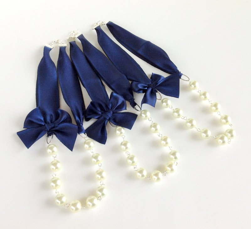 navy blue and white bridesmaid necklaces | via http://emmalinebride.com/decor/navy-and-white-wedding-ideas/ | from 21 Navy and White Wedding Ideas