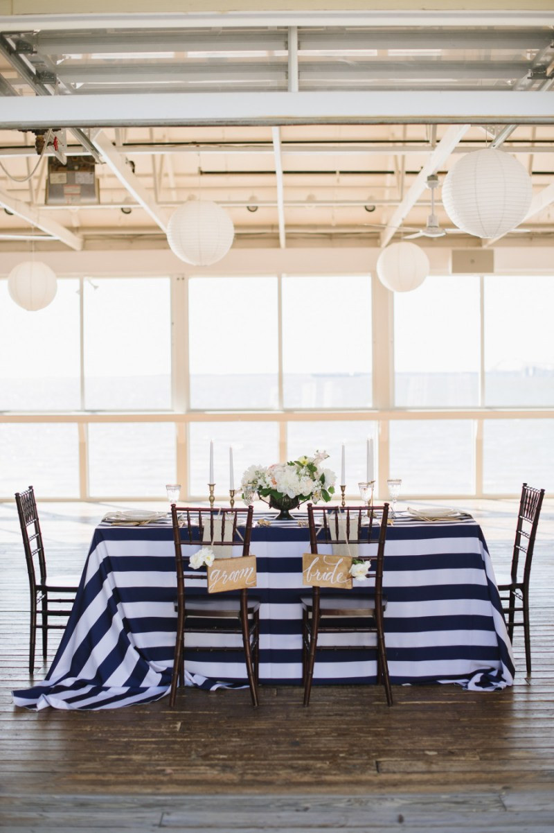 navy blue and white sweetheart table, photo: natalie franke | via http://emmalinebride.com/decor/navy-and-white-wedding-ideas/ | from 21 Navy and White Wedding Ideas
