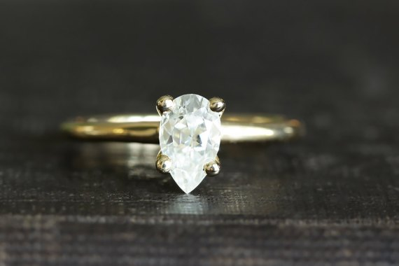 pear moissanite ring | via How To:  Buying Engagement Ring on Etsy / Online