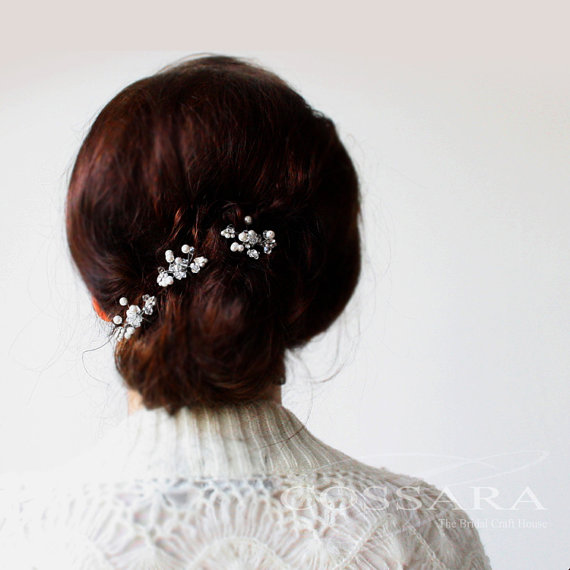 pearls and crystals hair pins via 15 Stunning Wedding Veil Alternatives