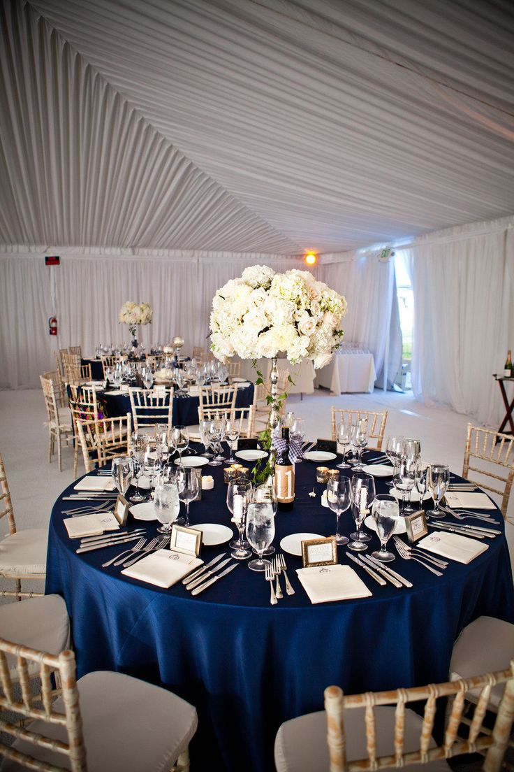 reception decor - photo: true photography weddings | via http://emmalinebride.com/decor/navy-and-white-wedding-ideas/ | from 21 Navy and White Wedding Ideas