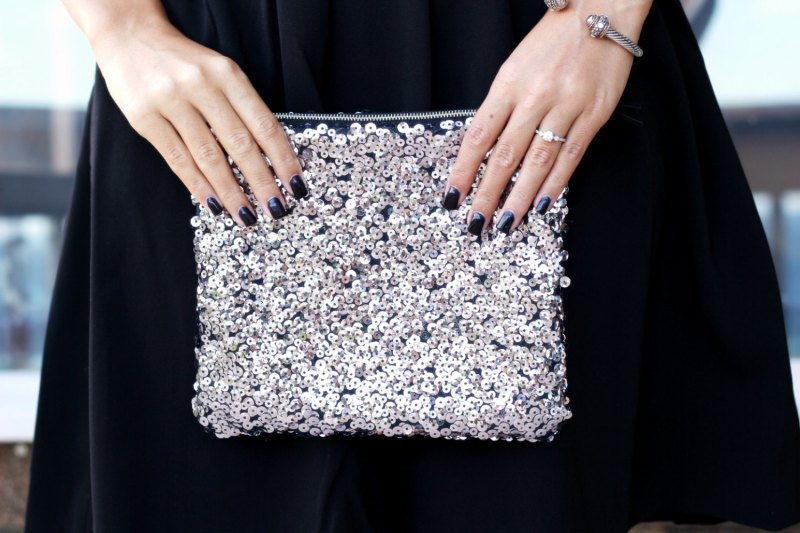 sequined bridesmaid clutch | bridesmaid gift ideas http://emmalinebride.com/gifts/bridesmaid-gift-ideas/