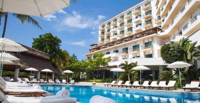 villa-premiere_pool-relax-3.jpg.1024x0