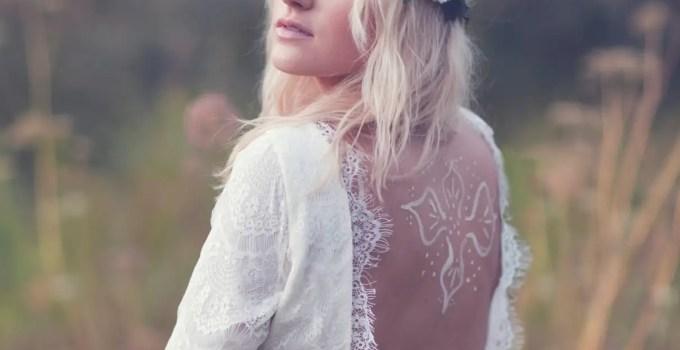vintage wedding dress via vintage wedding accessory ideas