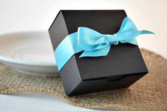 wedding favor boxes - black box with blue ribbon (by sosia to go)