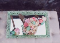 wedding_bouquets_on_mint_tray