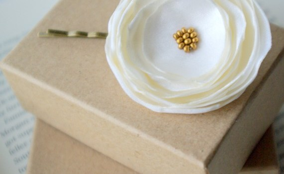 white flower hair pin boxes