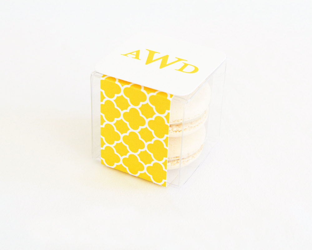 yellow quatrefoil macaron favor box | via 7 Things to Know About Giving Macaron Favors http://emmalinebride.com/favors/giving-macaron-favors/