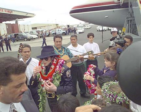 Michael Jackson when he arrives at the Honolulu International Airport. SB Photo by Dean Sensui. 1/2/97.