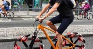 bicicleta-con-zapatillas