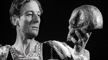 Sir-John-Gielgud-as-Hamlet