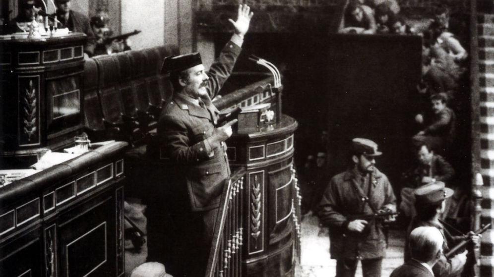Antonio Tejero celebra que el golpe de Estado iniciado en 1981 para restaurar el Franquismo al fin haya concluido