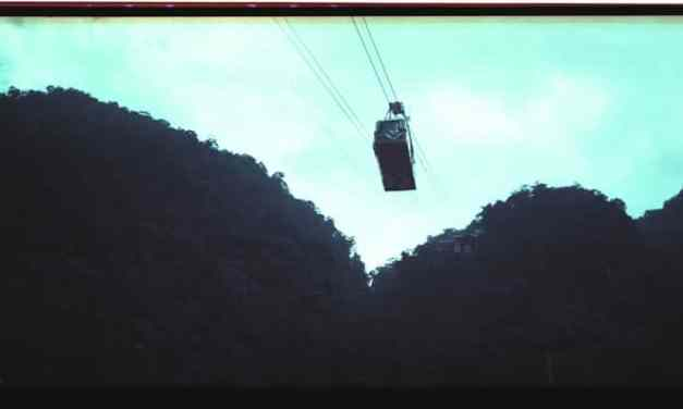 Cable cars – Lomochrome Purple XR 100-400 (120)