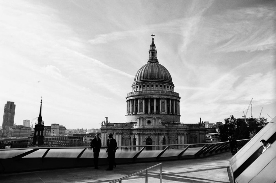 St. Paul's Cathedral - Olympus OM-1n, Ilford XP2 Super