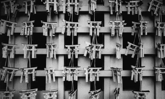 Prayer gates – Kodak Double-X 5222 (35mm)