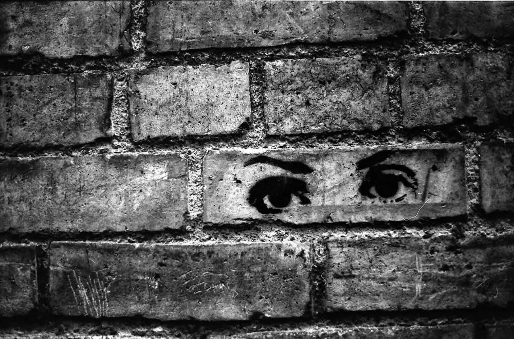 Dublin - Yashica FX3 2000 - Eyes - Unknown film