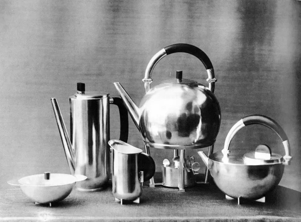 Coffee and Tea Set, design: Marianne Brandt / photo: Lucia Moholy, 1924. Bauhaus-Archiv Berlin / © VG Bild-Kunst, Bonn 2016. Source: bauhaus100.de