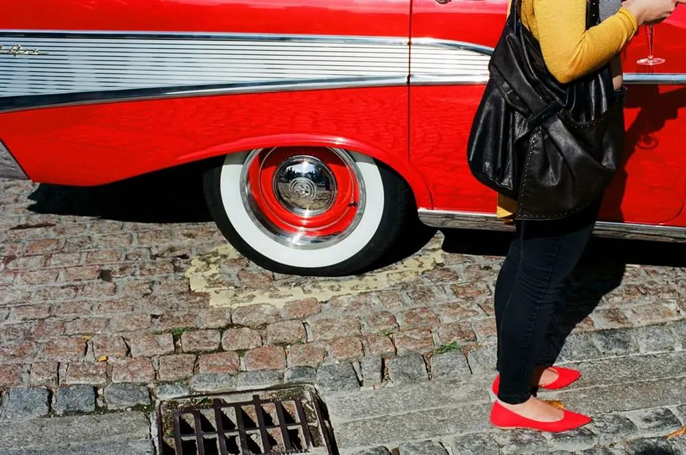 Red shoes - Ekt-cars - Kodak Ektar 100