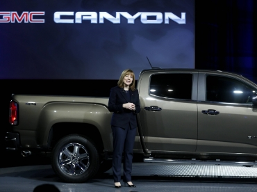 New GM chief Mary Barra starts off with pickup launch