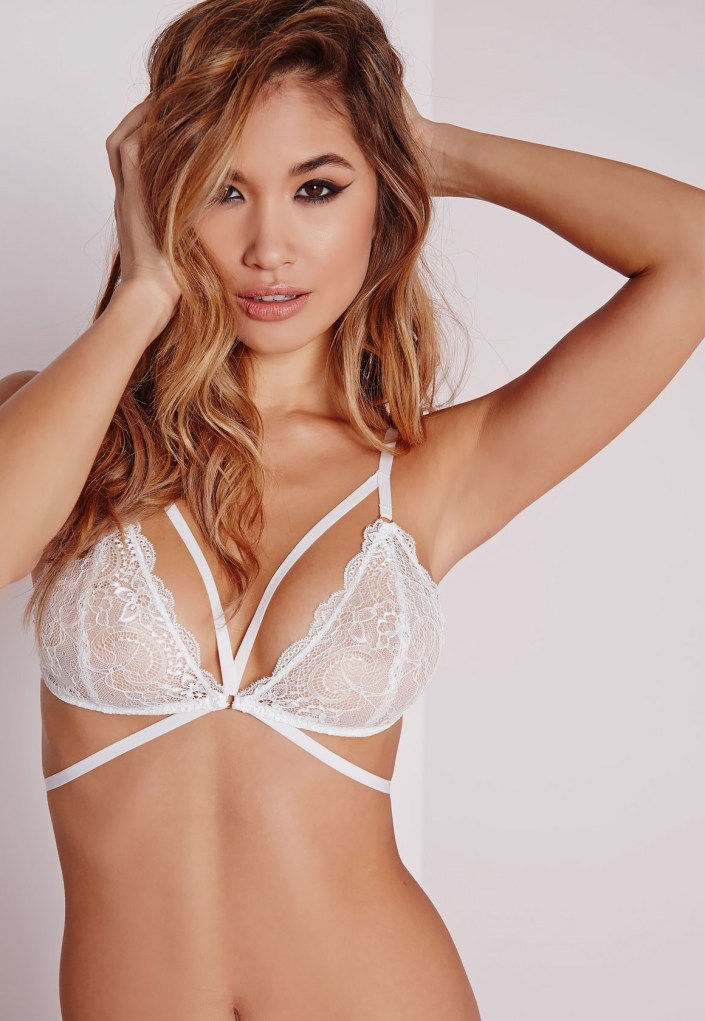 Lace triangle underwear MissGuided
