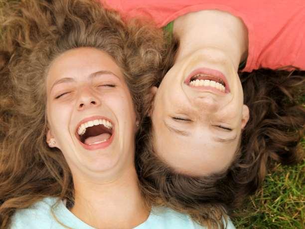 γέλιο χαρά κορίτσια συναισθήματα