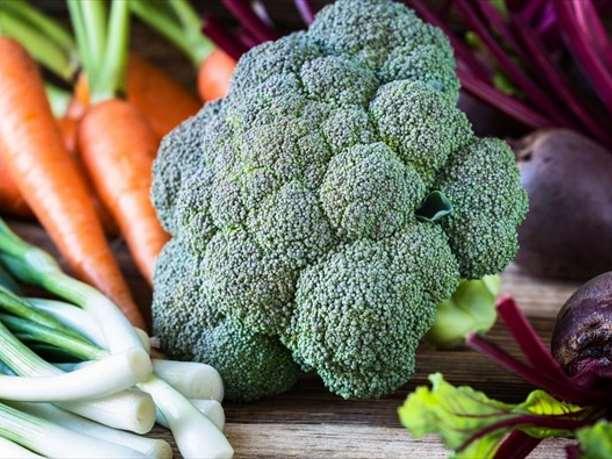 6 κορυφαίες αλκαλικές τροφές που πρέπει να εντάξετε στη διατροφή σας