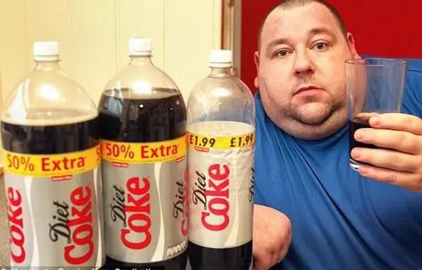 gordo tomando soda refresco obeso